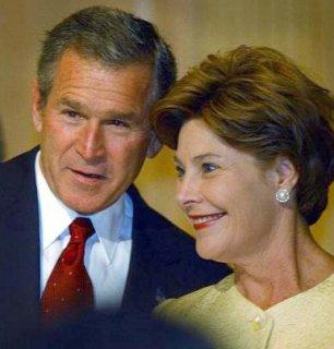 Laura Bush, très présente pendant la campagne, a sans doute beaucoup contribué à la victoire de son mari aujourd'hui.